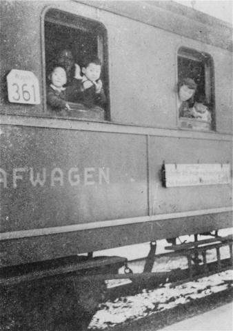 Sugihara-Train-9_4_1940-KaunasLithuania, USHMM, courtesy of Hiroki Sugihara